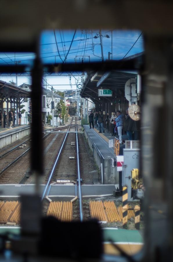 江ノ電車内から撮影踏切通過09