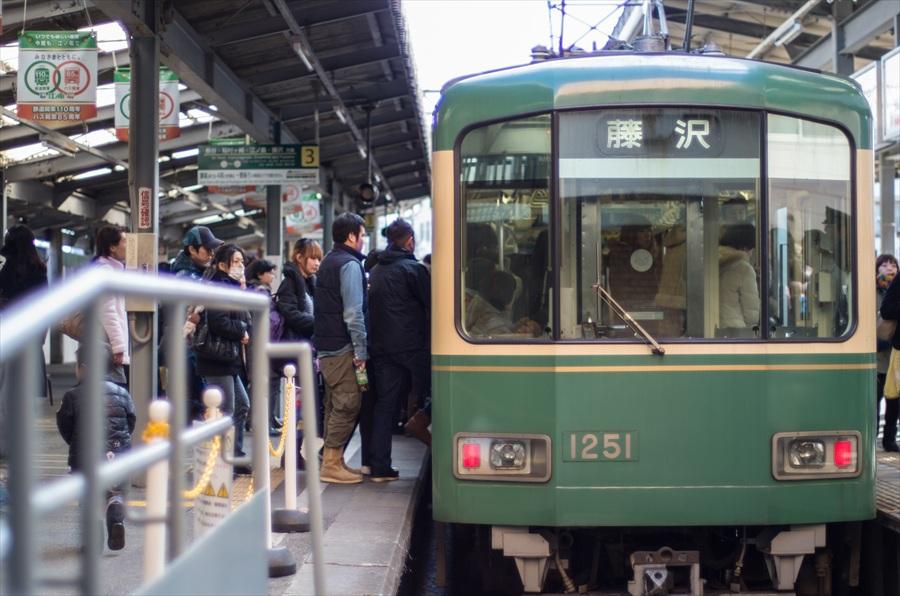 江ノ電車内から撮影鎌倉駅到着14