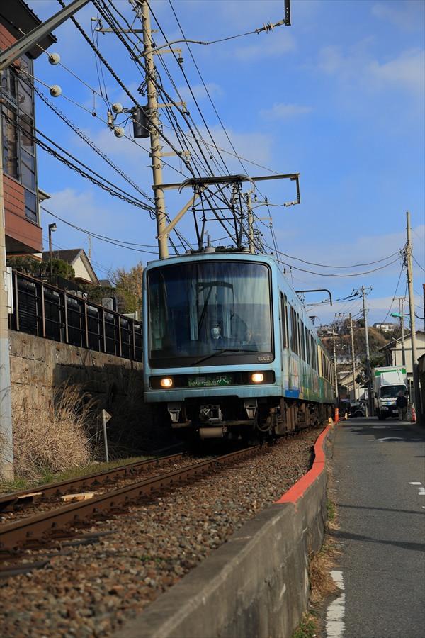 江ノ電七里ヶ浜脇道下り接近02