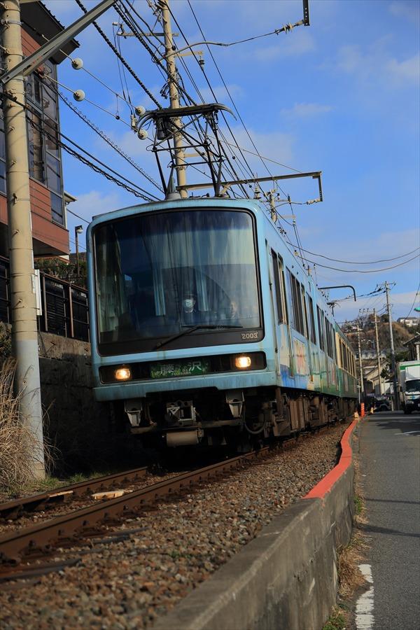 江ノ電七里ヶ浜脇道下り接近03