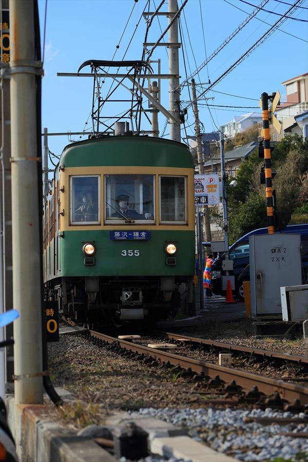 江ノ電七里ヶ浜脇道上り接近05