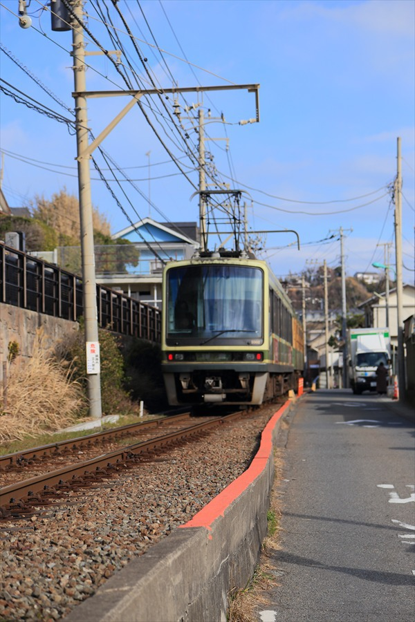 江ノ電七里ヶ浜脇道上り離反遠景09