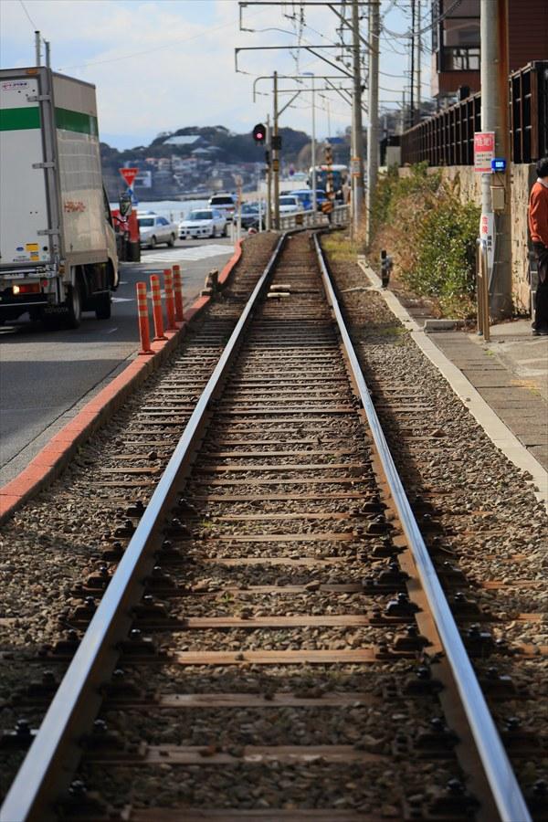 江ノ電七里ヶ浜脇道線路真ん中海方向10