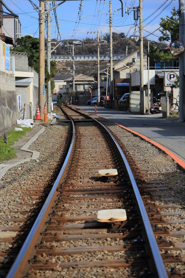 江ノ電七里ヶ浜線路真ん中駅方向11