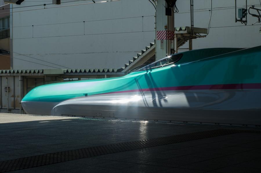 東北新幹線E5先頭車両側面部全体像06