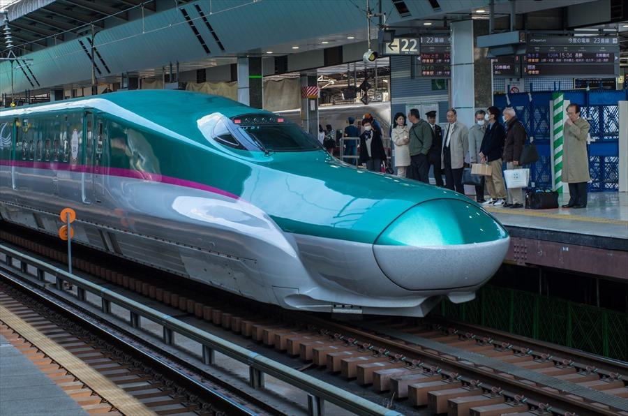 東北新幹線東京駅はやぶさE5出発09