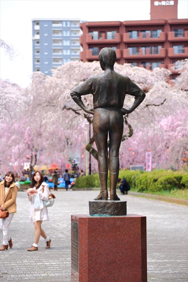 仙台榴岡公園桜その3お嬢さんあっちにあるよ07