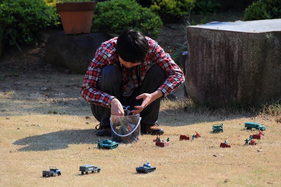 5月自宅庭で写真撮影練習息子06
