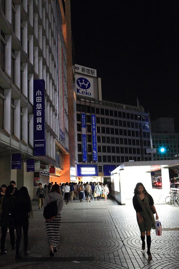 新宿新宿駅西口真夜中06