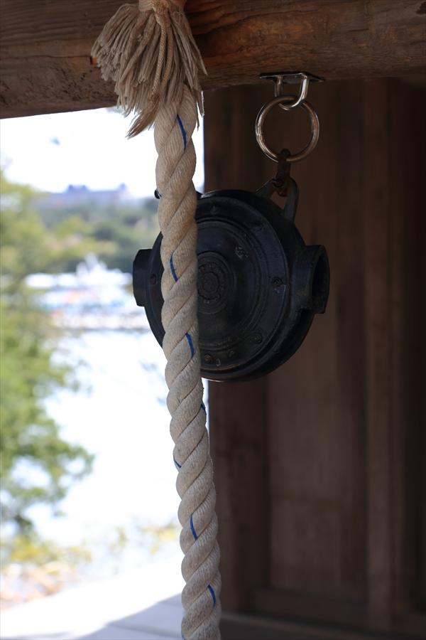 松島海岸五大堂渡りの途中の神社の鐘04