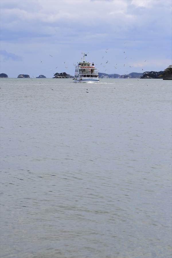 松島海岸遠ざかる湾周遊船11