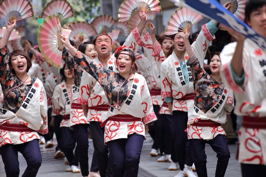 青葉祭り雀踊りその1モール内三越ダンサー01