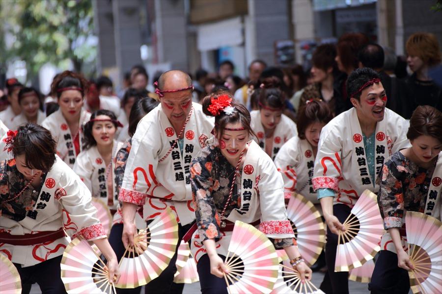 青葉祭り雀踊りそお1モール内三越ダンサー02