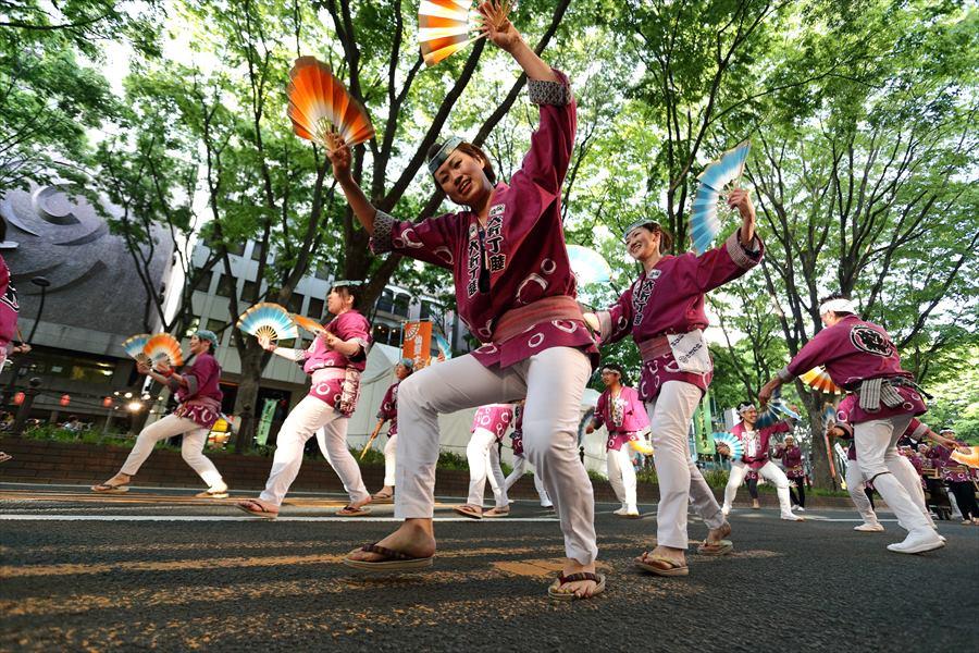青葉祭り雀踊りその2常禅寺赤紫06