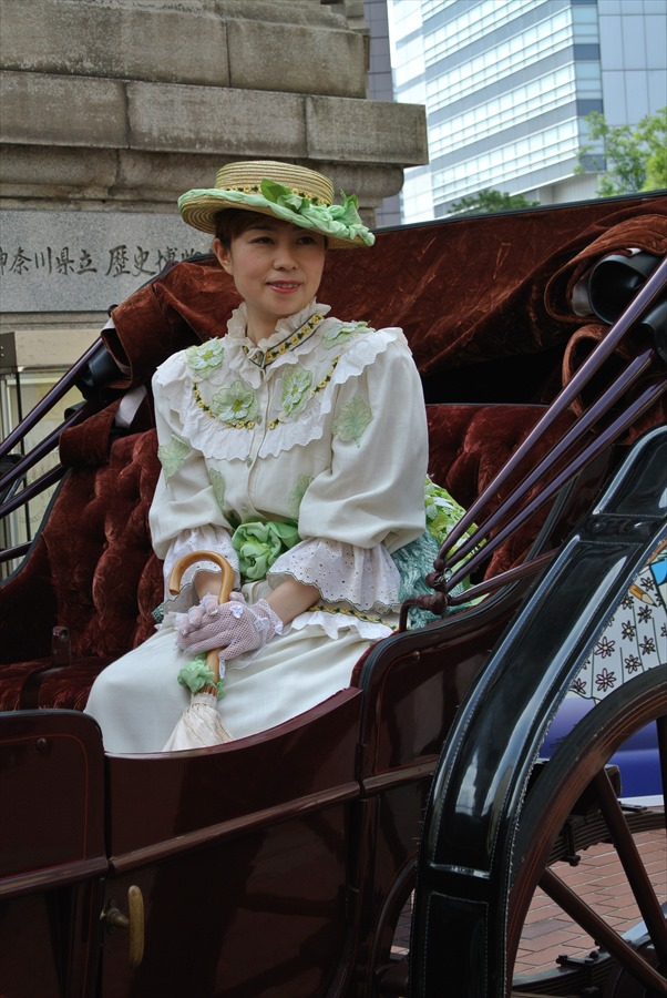 横浜J1154馬車道その2鹿鳴館衣装06