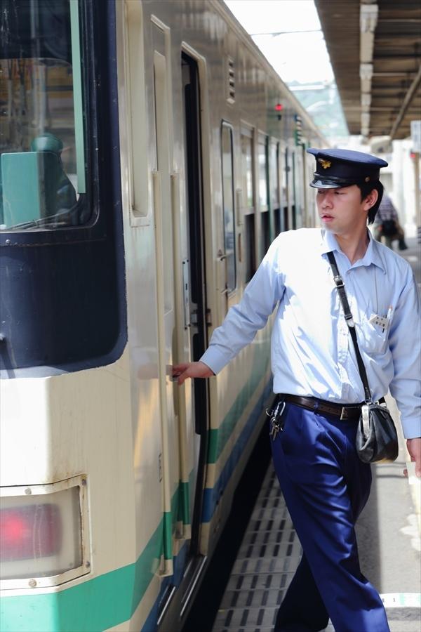福島在来私鉄阿武隈急行運転手交代02