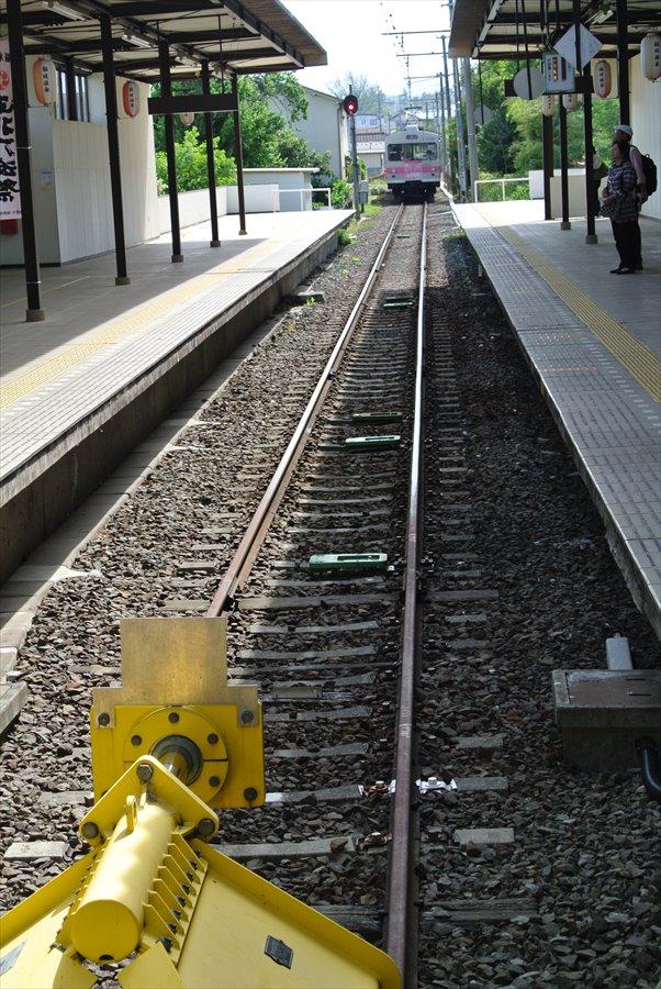 福島交通飯坂温泉駅電車入線06