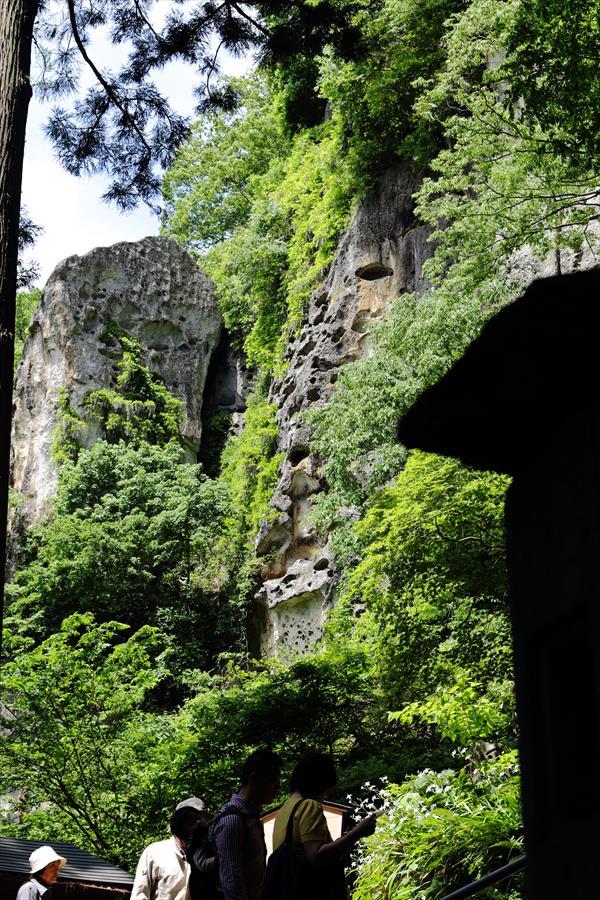 山寺途中急な崖12