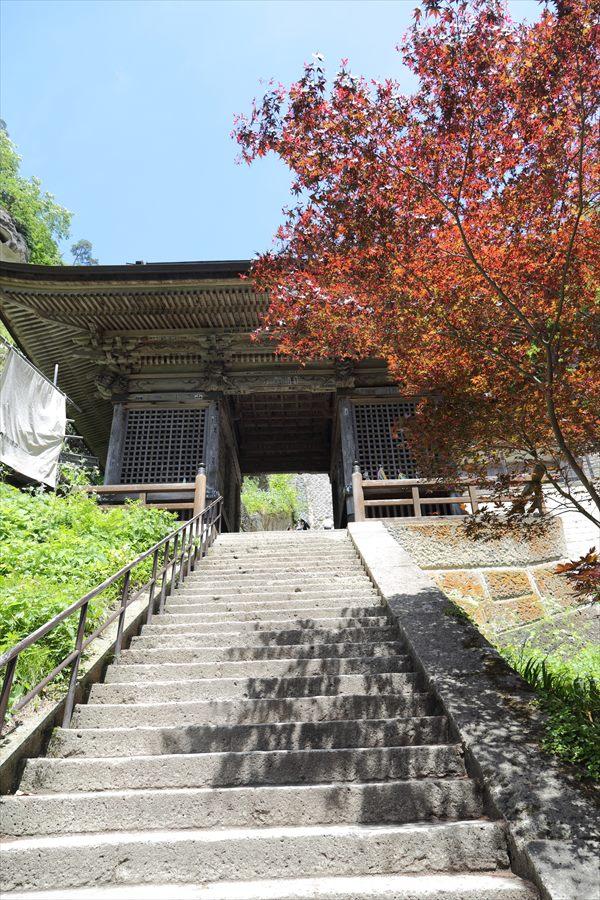 山寺登山道仁王門前階段08