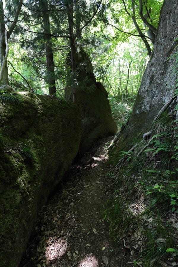 山寺登山尾根岩の路09