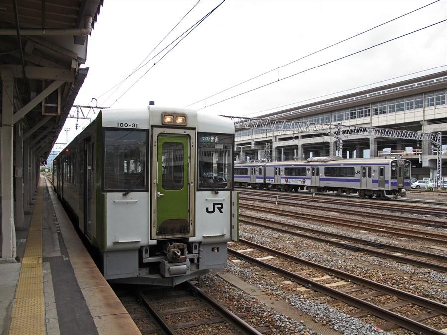東北本線在来線一関駅ホームから留置線04