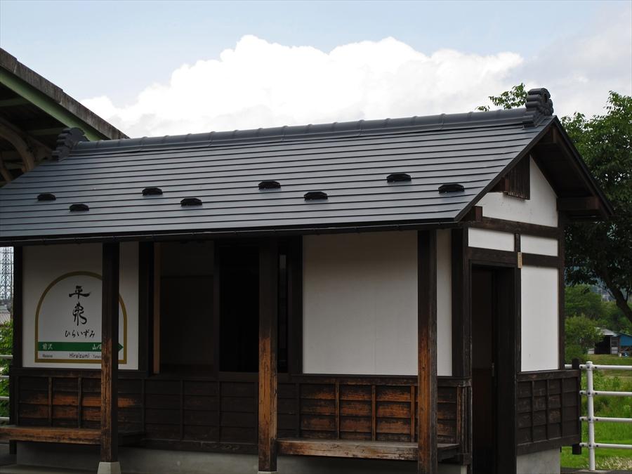 平泉駅ホーム内待合室04