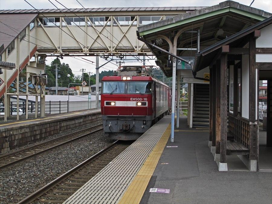 平泉駅貨物通過05