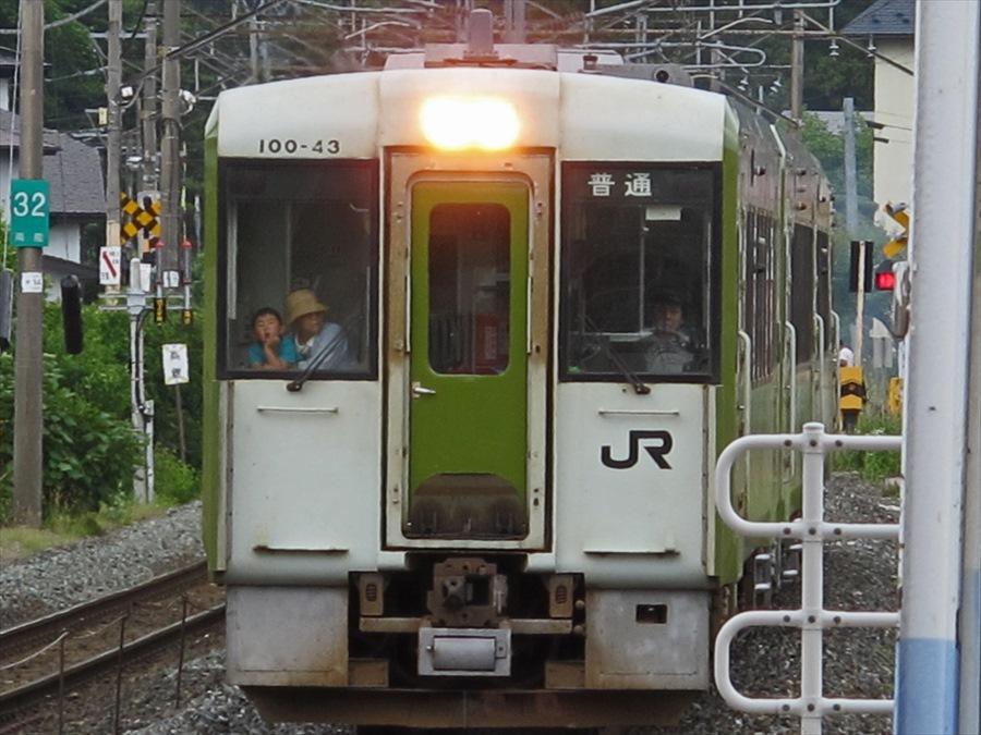平泉駅ホーム到着一関行きディーゼル08