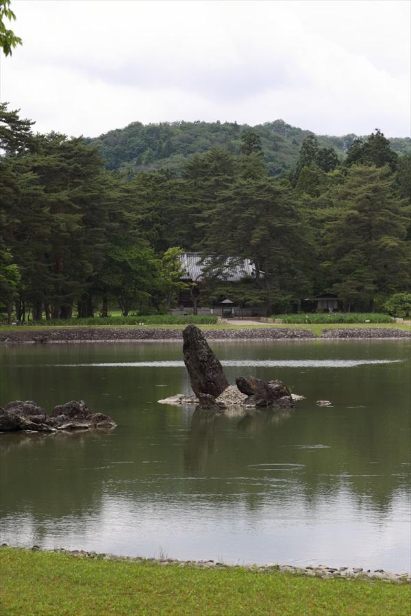 平泉毛越寺02池と岩05
