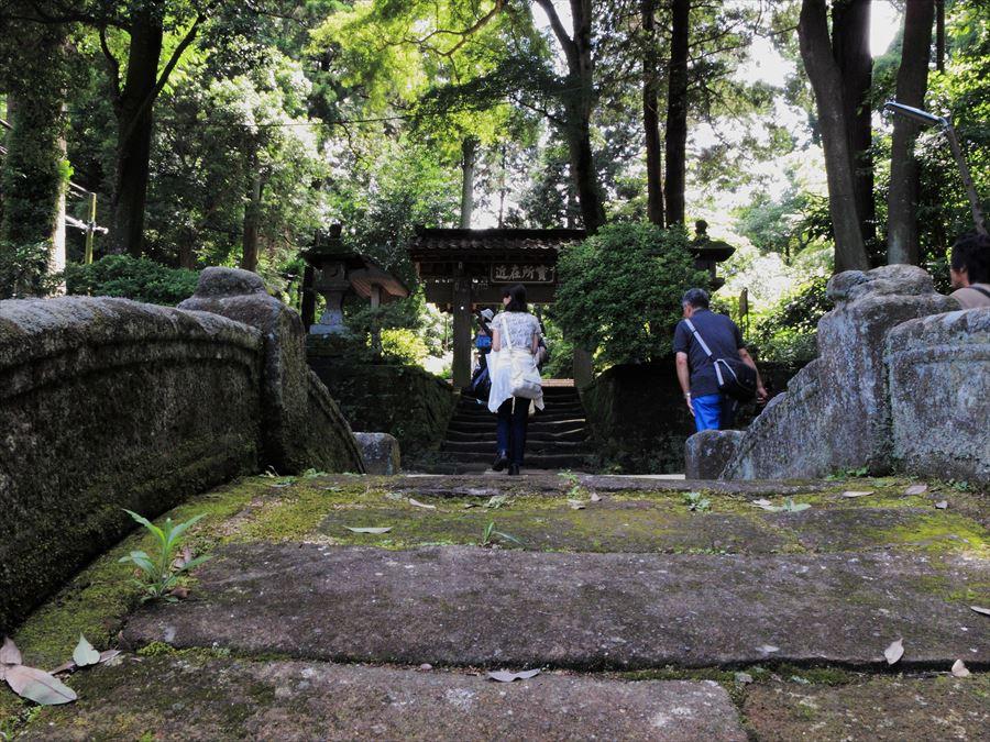 鎌倉紫陽花浄智寺門前の坂01