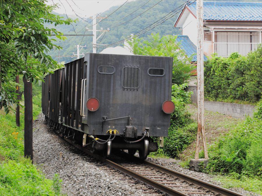 秩父鉄道機関車02去る貨物最後部06