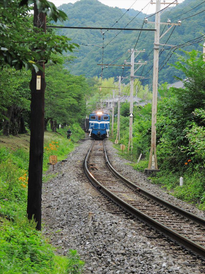 秩父鉄道機関車02近づく機関車02