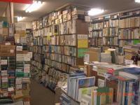 H240728神田神保町古書店内