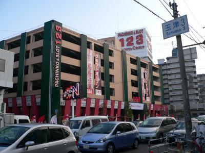 光輝グループのホールの写真がないので、代わりに入れる延田グループの「123鶴橋店」