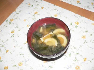 お椀に注がれて佐渡屋太郎の元気の元となる味噌汁