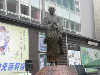 取材で奈良に行ったとき、撮影した近鉄奈良駅前の行基像