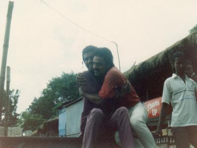 「ハナ」を引き受けてくれたインド商人であるラジェス(右)とその相棒のリアジ