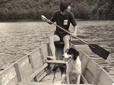 ポカラのペワ湖で一緒に船に乗る「ハナ」