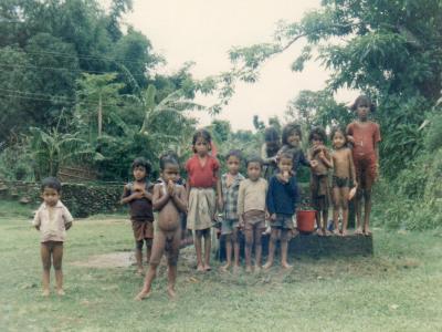 ロッジの近所にいてよく遊んだネパールの悪ガキたち