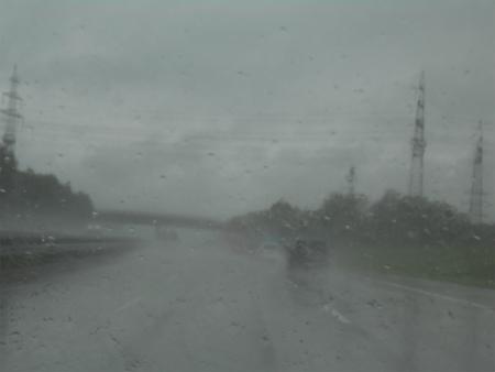 豪雨の中アヴェへ