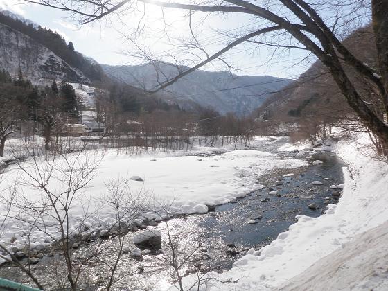 湯の陣前の湯檜曽川