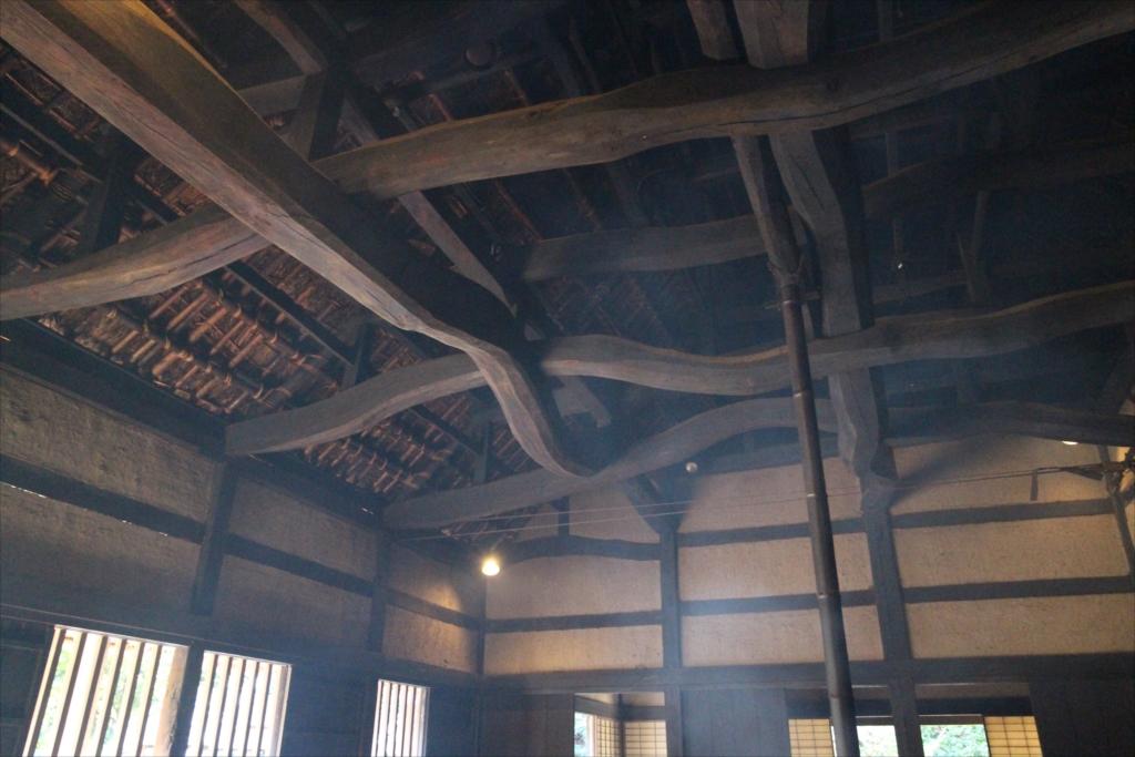 『カミ』部分の屋根