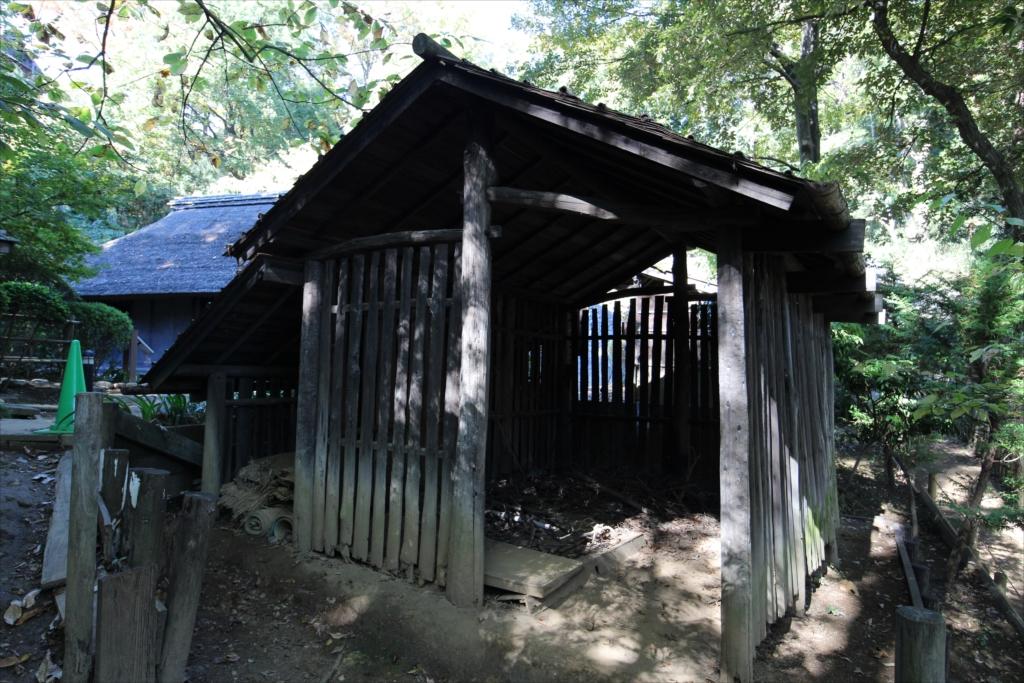 棟持柱(むなもちばしら)の木小屋_1