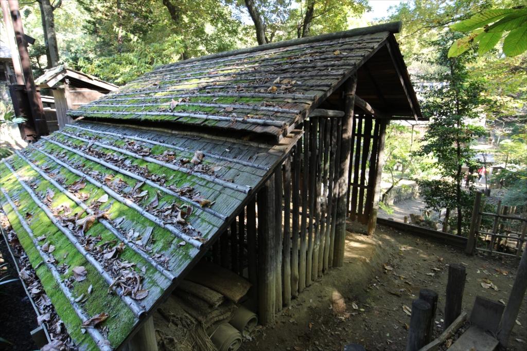 棟持柱(むなもちばしら)の木小屋_2