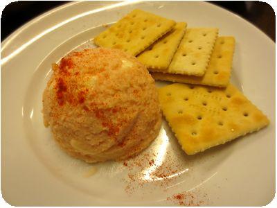 チーズ入り明太ポテトサラダクラッカー添え