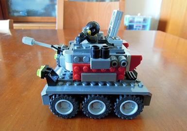 LEGO装甲車1_サイドビュー