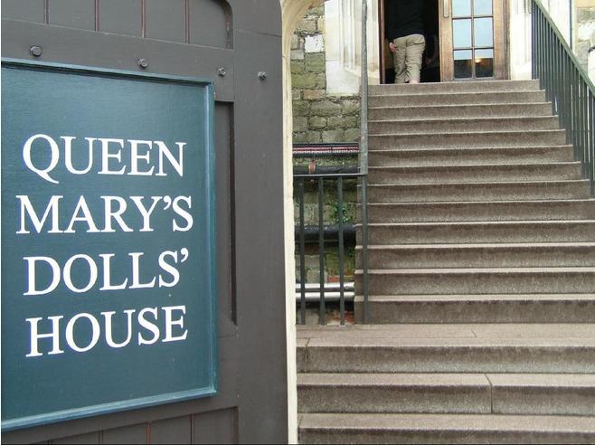 4198955-Queen_Marys_dolls_house_Windsor.jpg