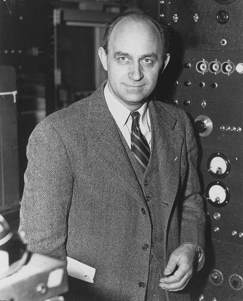 826px-Enrico_Fermi_1943-49.jpg