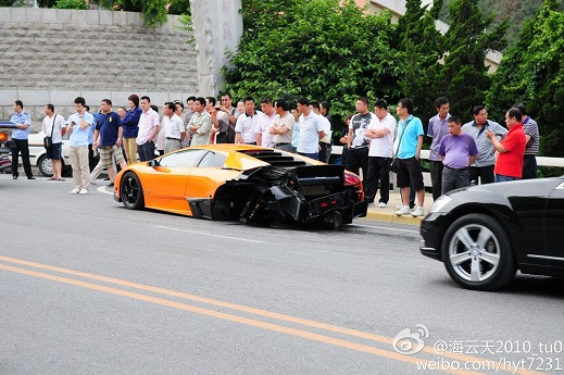 Lamborghini-Murcielago-crash-Dalian-02.jpg