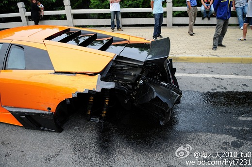 Lamborghini-Murcielago-crash-Dalian-04.jpg
